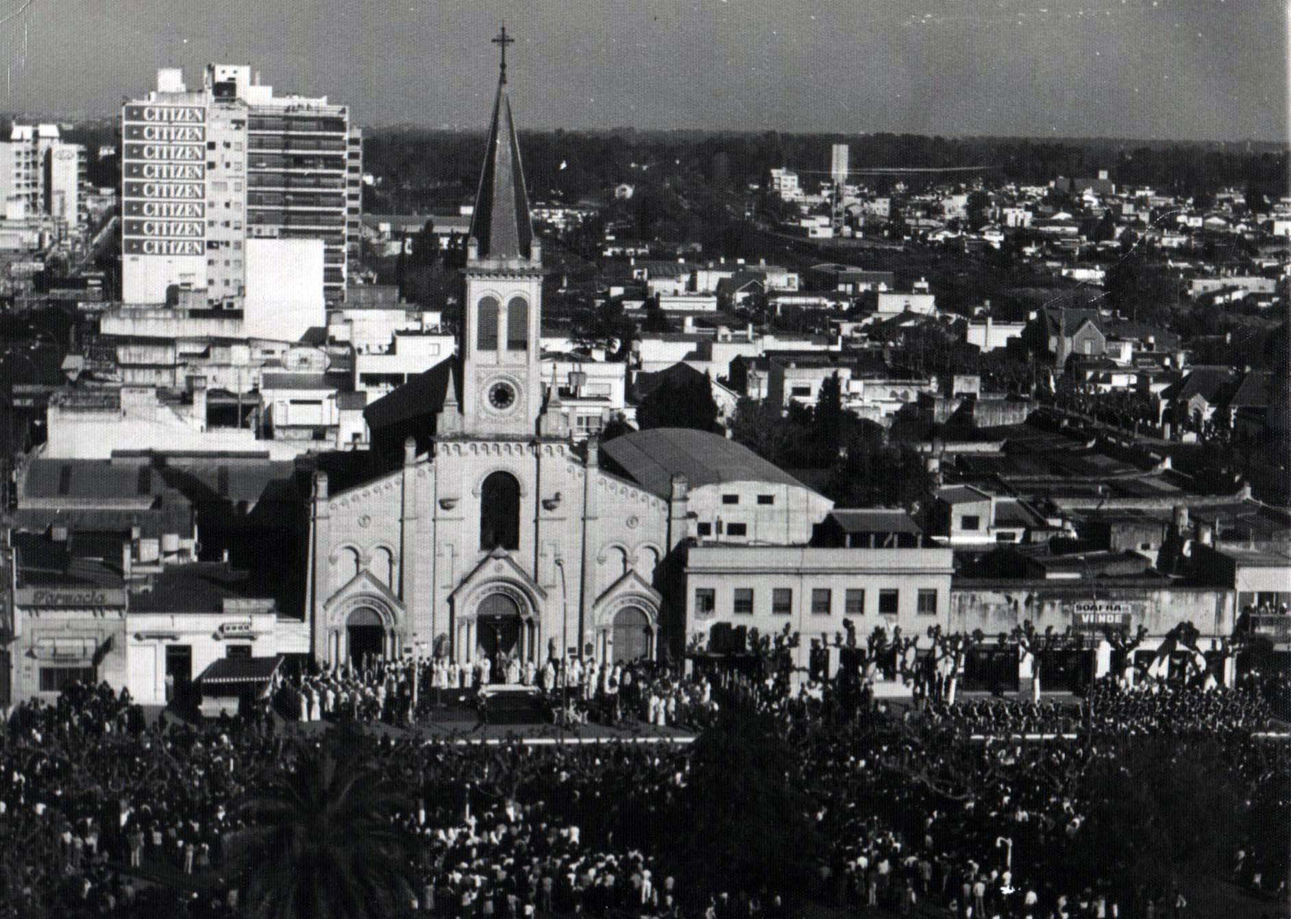Ceremonia de Asunción del Mº Bozzoli como primer Obispo de la Catedral de San Miguel. Año 1978